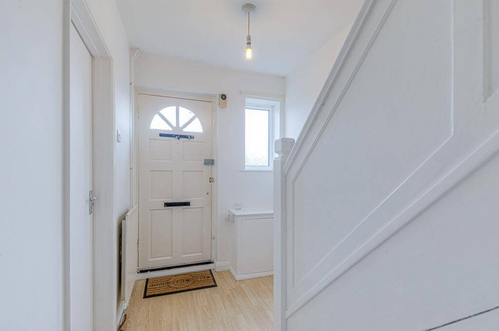 David Cosby Chartered Surveyors & Estate Agents - PINEWOOD, BLETCHLEY - Entrance Hall