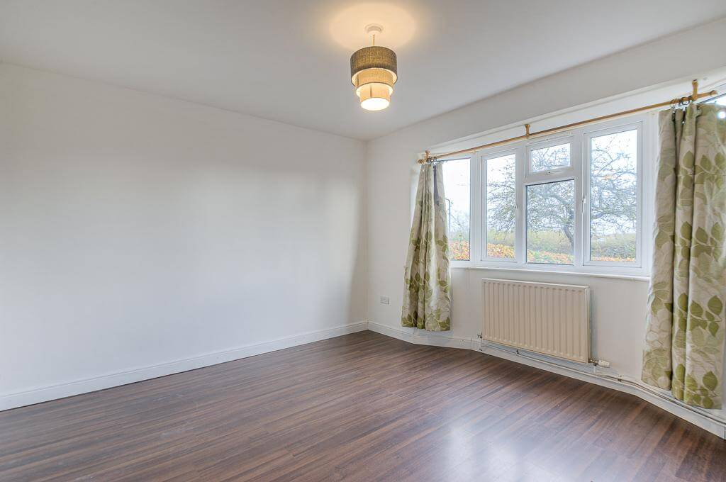 David Cosby Chartered Surveyors & Estate Agents - PINEWOOD, BLETCHLEY - Sitting Room