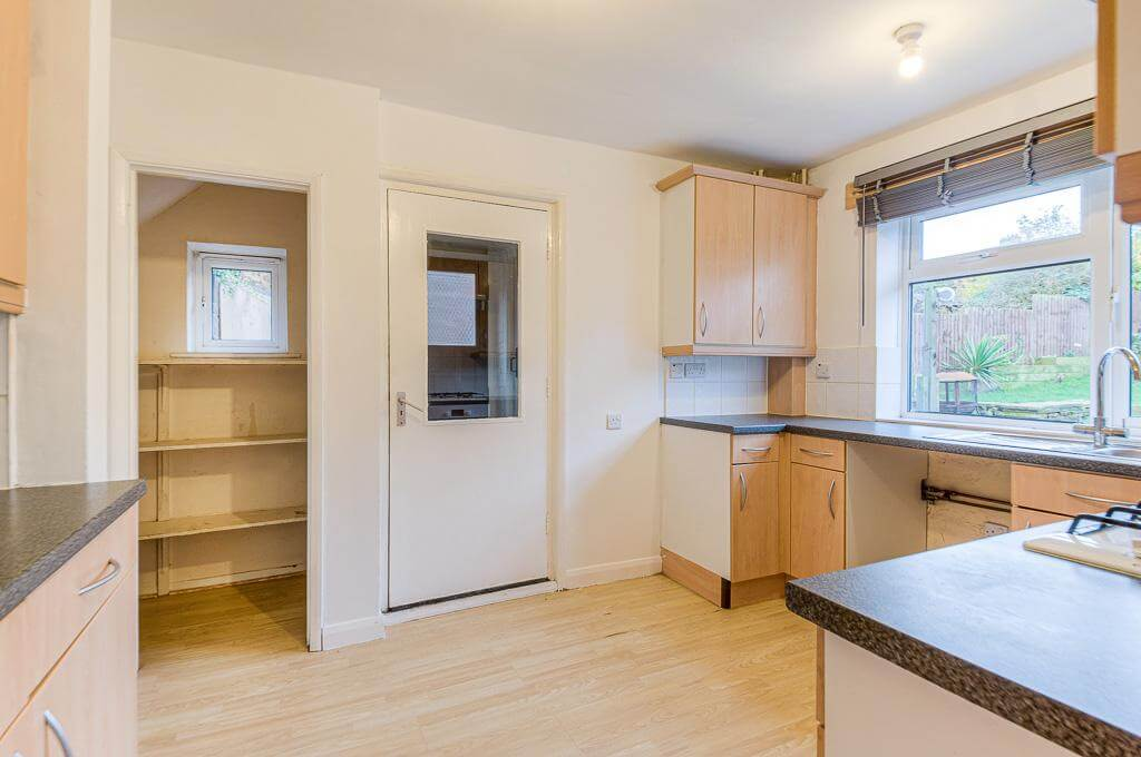 David Cosby Chartered Surveyors & Estate Agents - PINEWOOD, BLETCHLEY - Kitchen 2