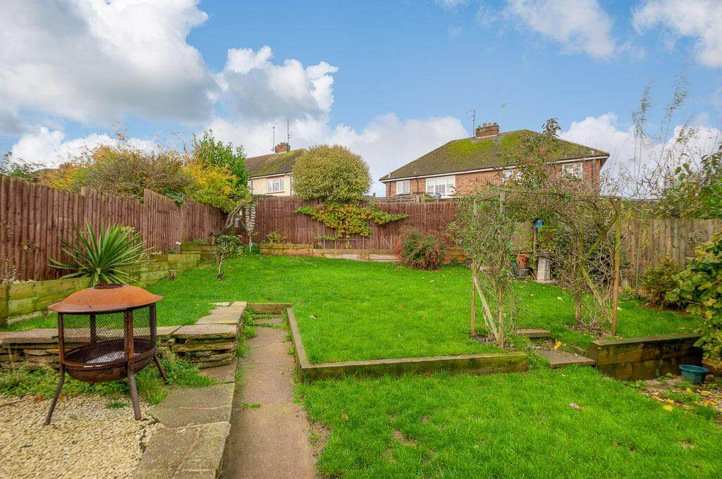 David Cosby Chartered Surveyors & Estate Agents - PINEWOOD, BLETCHLEY - Rear Garden