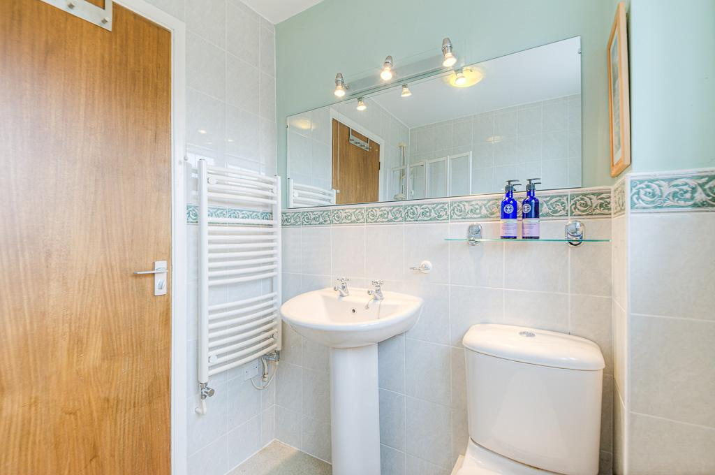 2 Barton Holme FAMILY BATHROOM 3